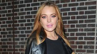 Lindsay Lohan sem vacakolt a melltartóval