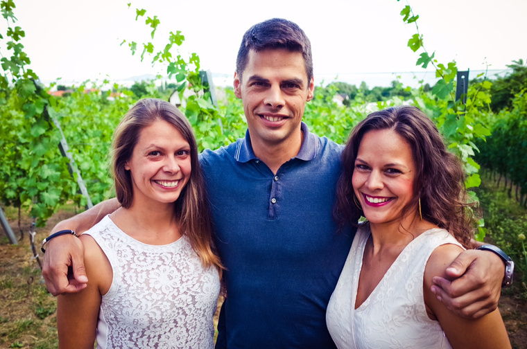 Laposa Bence két testvérével Laposa Zsófival és Laposa Lillával