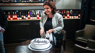 Erdélyi Mónika tortát sütött, mi pedig megkóstoltuk