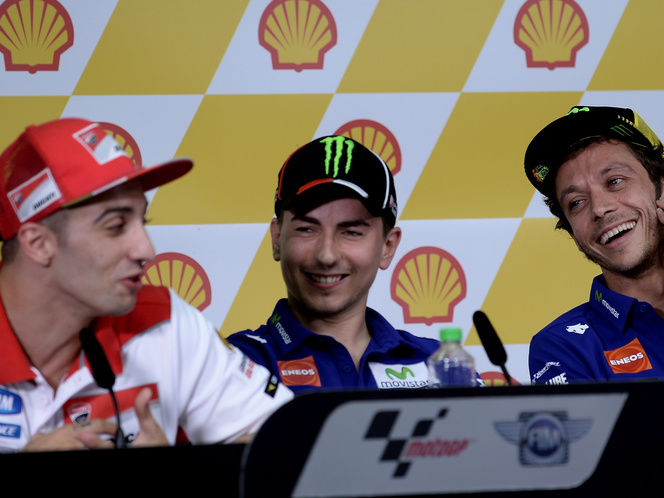Iannone, Rossi és Lorenzo Malajziában, jó hangulatban