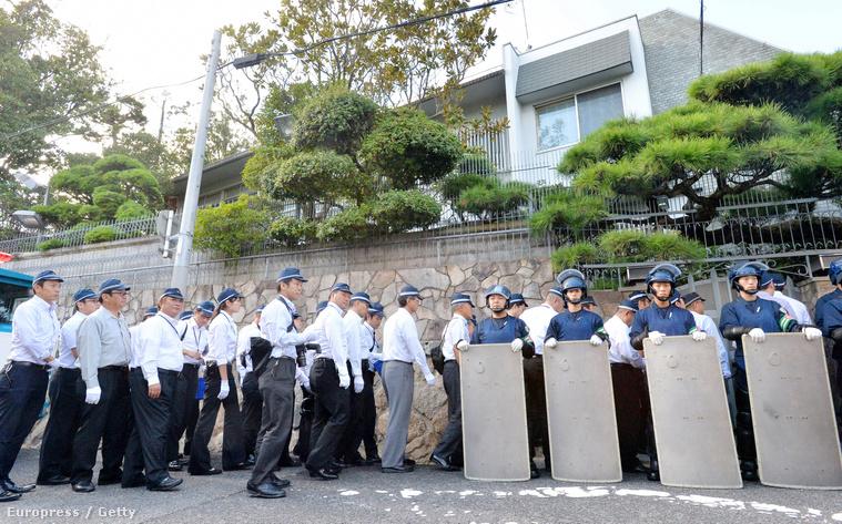 Rendőri razzia a Jamagucsi-gumi főhadiszállásán, 2015. október 2-án.