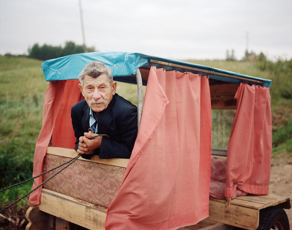 A nagymamáját Antonimának hívták. Pilcene-ben született, egy apró faluban Lettország legszegényebb régiójában. Élete nagy részét itt élte le, és itt töltötte a gyerekkorát még Iveta édesanyja is. Antonima az utolsó éveit a városban töltötte, de minden alkalom, amikor visszalátogatott Pilcene-be, valóságos zarándoklat volt számára. Csak itt érezte magát igazán boldognak, olyannak, akit hazavárnak és megbecsülnek.