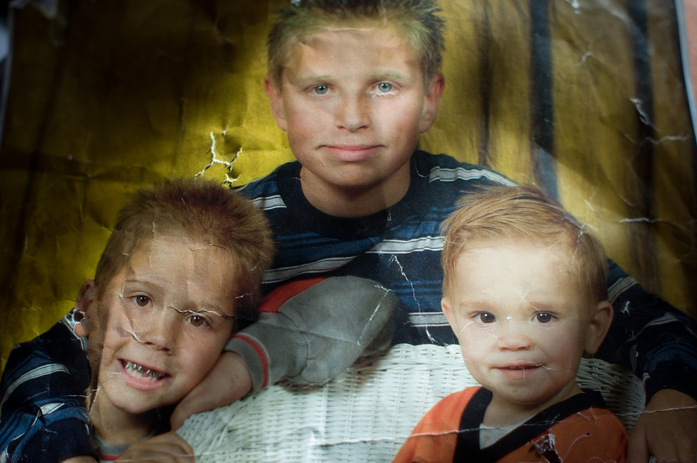 Kosofsky később Vinny anyjával és testvérével Daviddel is megismerkedett, aki akkoriban egy másik bűncselekményért a megyei börtönben ült. Amíg a családot követte fotósként, David gyakran került vissza hosszabb-rövidebb időkre a börtönbe. A családi fotón David 13, Vinny 8, Michael az öccsük pedig 3 éves.