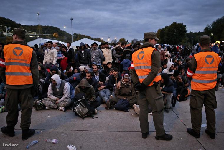 A brezicei és dobovai menekülttábor megtelt