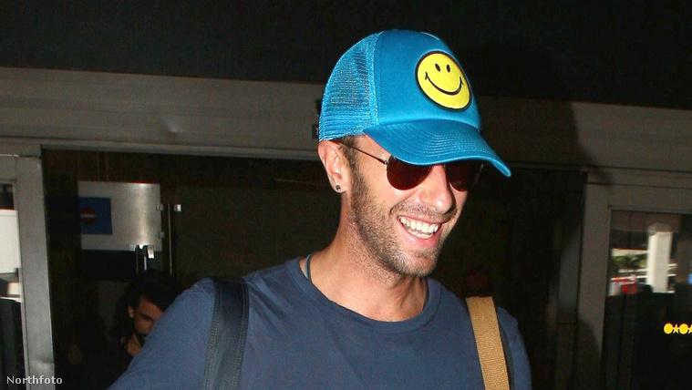 Chris Martin éppen leszállt a repülőről Los Angelesben