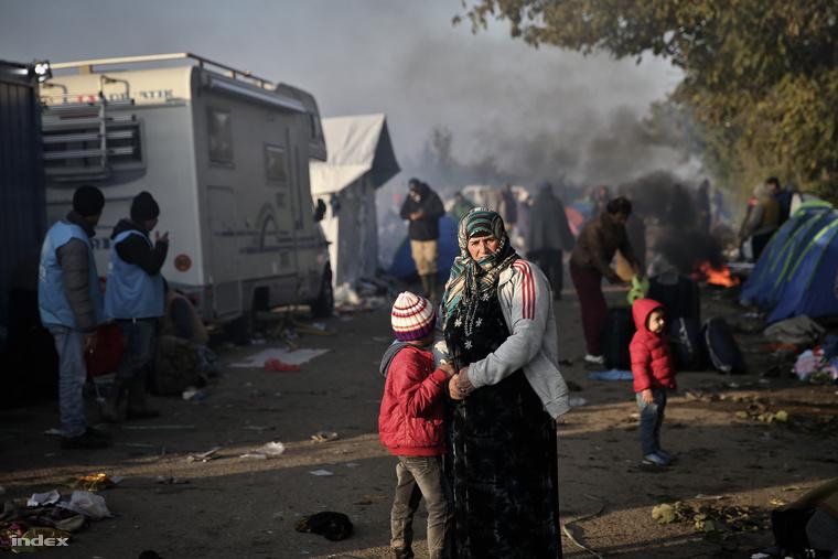 Menekültek a szlovén-horvát határon