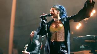 Mit gondol Rihanna kék hajáról?
