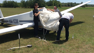 Szándékosan húzta rá a pilóta a kisrepülőt a kecskeméti lányra