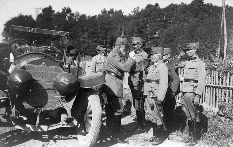 1914-ben a katonatisztek Mercedesszel közlekedtek