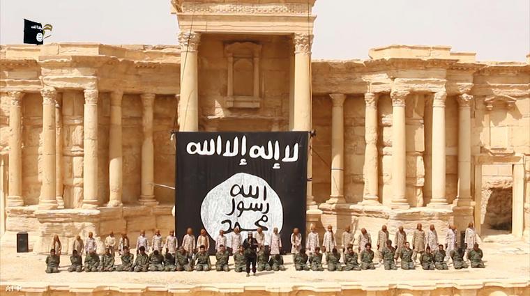 Palmira ókori romjai között végeznek ki túszokat az Iszlám Állam terroristái, majd később felrobbantották az emlékművet.