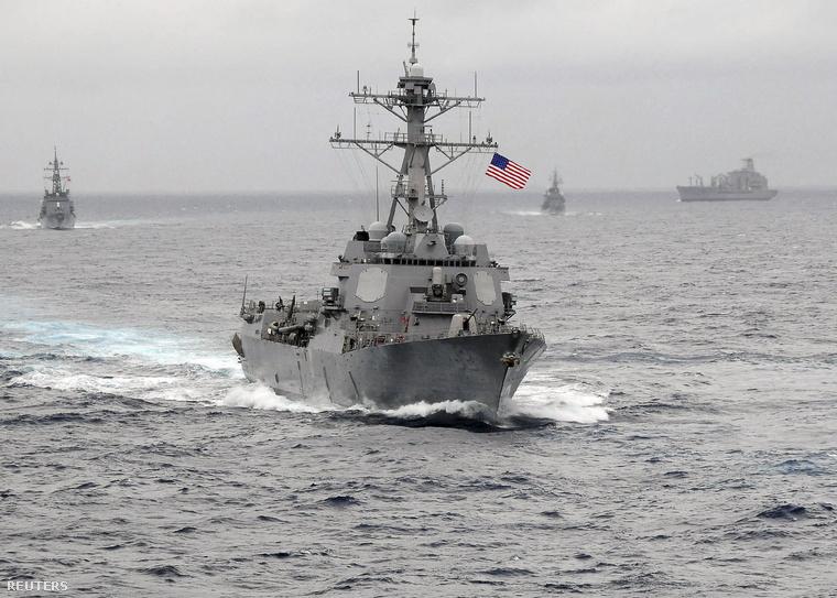 Az USS Lassen hadihajó a Dél-kínai-tengeren