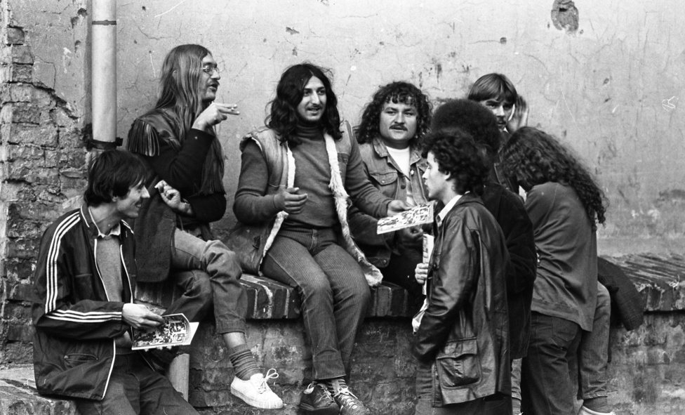 A megnyitó esztrádműsorán többek között Bodrogi Gyula is fellépett, a Bicska Maxi-dalt énekelte. Az Ifipark ugyan gyorsan népszerű lett, de a hatvanas évek első felében még inkább csak szalon jazzt és a későbbiekhez képest ártalmatlan tingli-tangli zenéket játszottak itt főleg. 1962-től a Bergendy volt az Ifjúsági Park rezidens zenekara, ami nem csak állandó fizetést jelentet az együttes tagjainak, zsűriként is részt vettek a meghallgatásokon, és ők dönthettek arról, kik léphetnek vagy nem léphetnek fel a helyszínen.