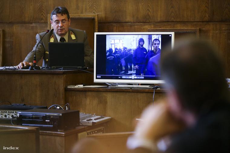 Kiss Károly bíró a volt rendőri vezetők és társaik 2006. őszi eseményekkel összefüggő büntetőperének tárgyalásán