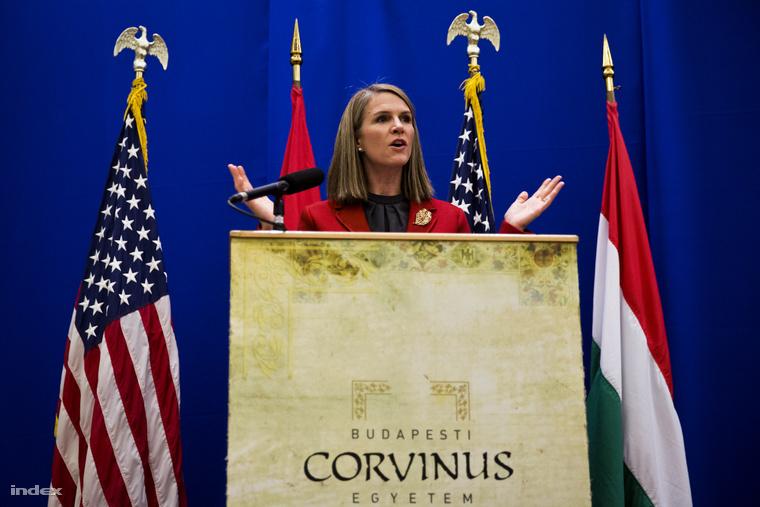 Colleen Bell a Corvinuson kedden szerdán tartott sajtótájékoztatón