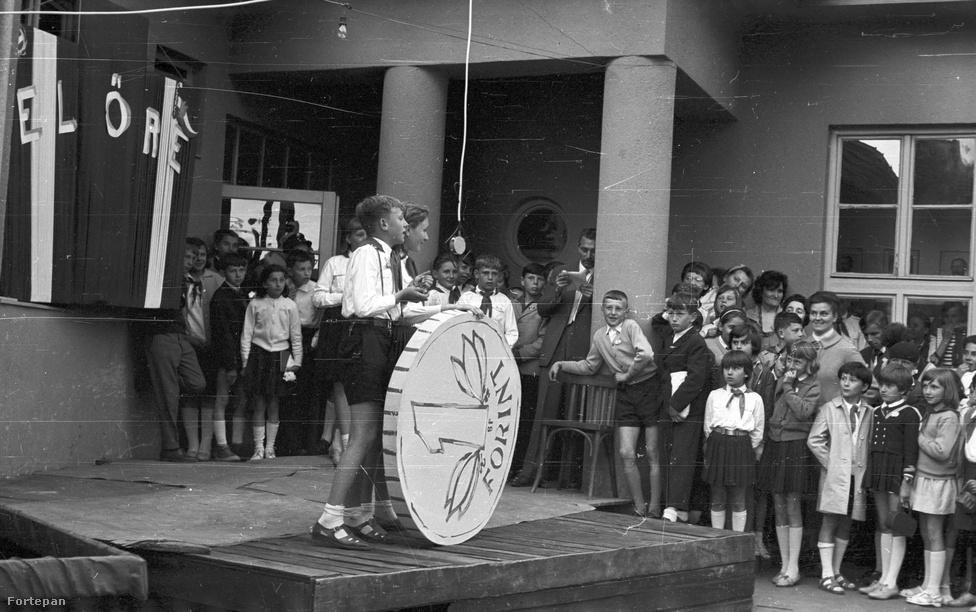 1966-ban kettős jubileumot ünnepelhettek az iskolások: a forint és az úttörőmozgalom is 20 éves lett. Ebben az évben került sor a IV. országos úttörő-találkozóra.