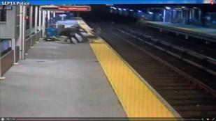 Sokkolóval rabolták ki, majd a sínekre dobták