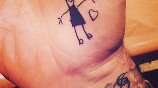 David Beckham most a lánya egyik rajzát varratta magát