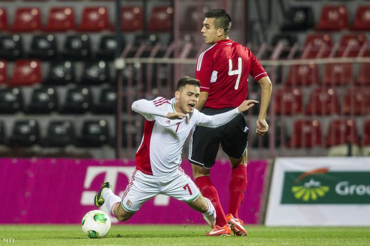 Radó András (7) és az albán Elvis Prenci (4) az U21-es Európa-bajnokság selejtezőkörében.