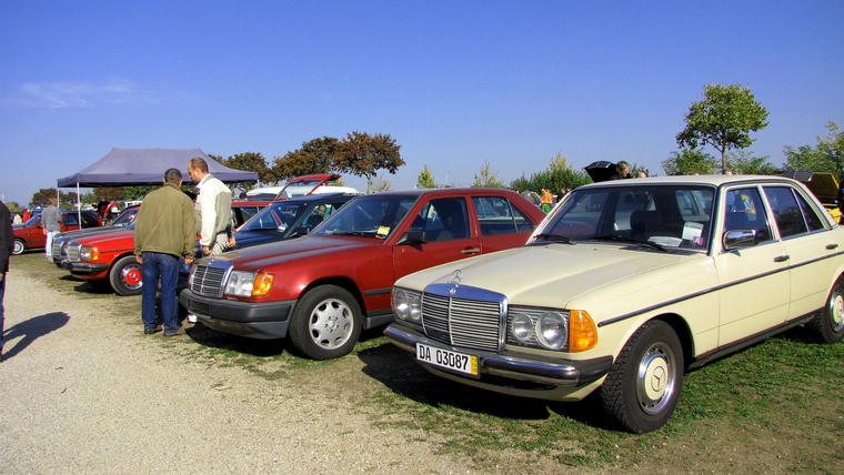...ennyi Mercedes között szinte bármi kiemelkedik a tömegből