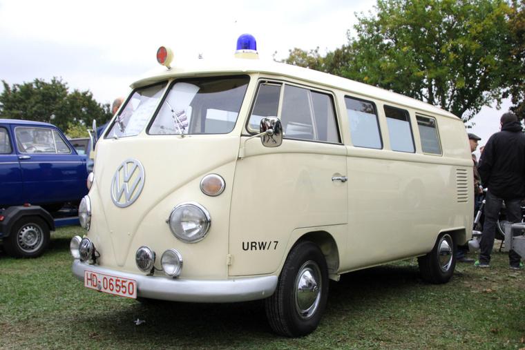 Azért találni szép T1-est is, ezt a csecse mentőautó t bármikor a nevemre venném
