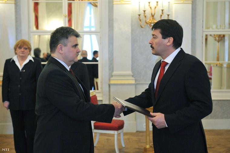 Dankó István átveszi államtitkári kinevezését Áder János köztársasági elnöktől, 2013. január 31-én.