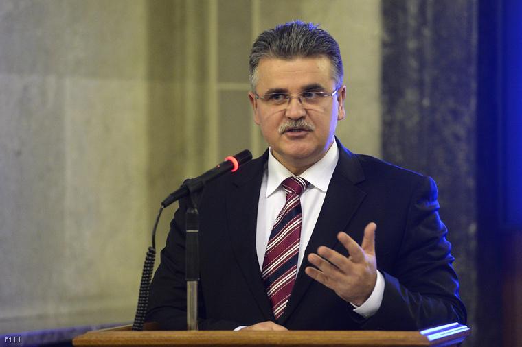 Dankó István államtitkár beszél a NATO2014 konferencián, Budapesten, 2014. november 28-án.