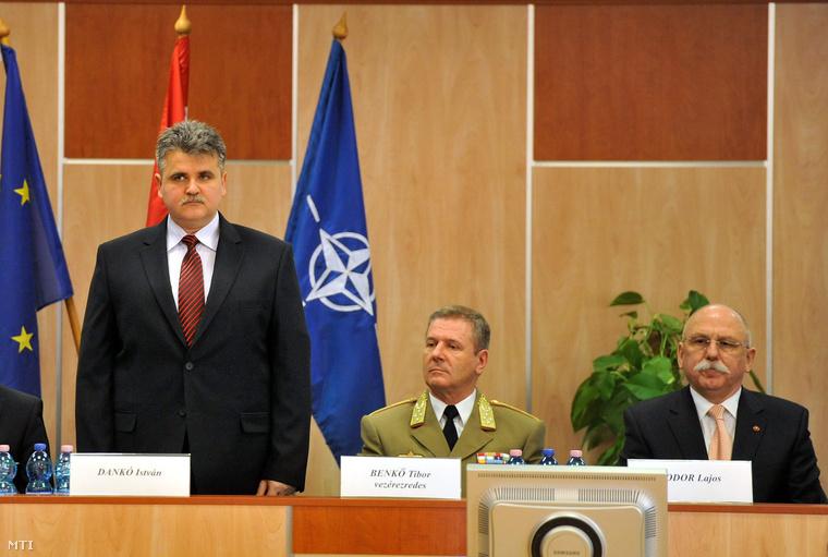 Dankó István kinevezése napján Benkő Tibor vezérkari főnökkel és elődjével Fodor Lajossal.