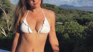 Íme, itt a legújabb Liz Hurley-féle bikinis kép