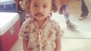 Az Escobarnak öltöztetett kisgyerek felrobbantotta az internetet