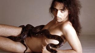 Alice Coopert kígyói mindenhova elkísérik, igen, a repülőgépek első osztályára is