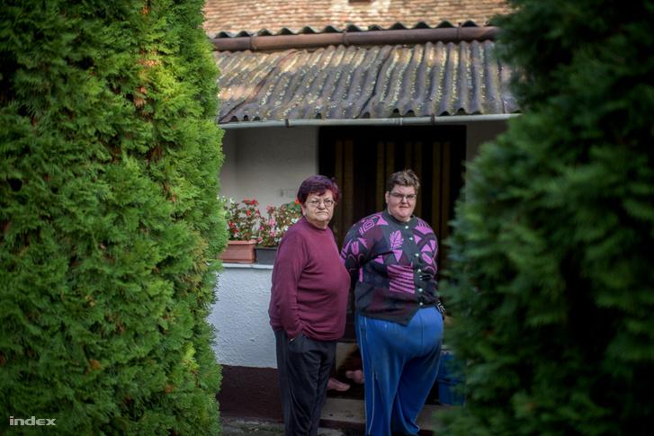 Kalocsainé, és lánya