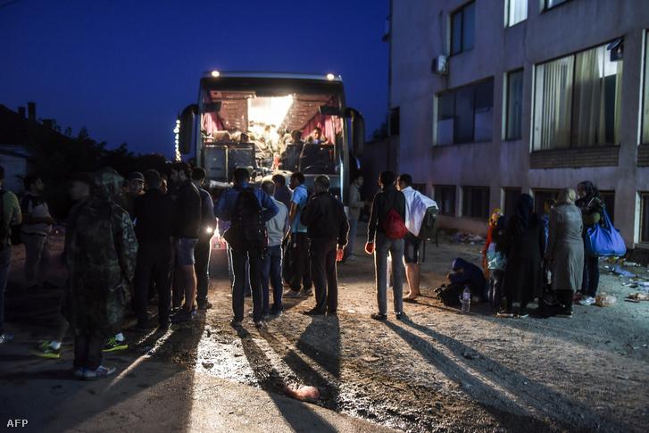 Menekülteket szállító busz Persevónál (augusztus 24.)