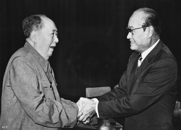 Mao Ce-tung és Ne Vin 1975-ben Pekingben.