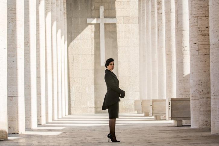 Monica Belucci mint magányos özvegy