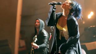 Rihannának hirtelen fontos lett a készülő lemeze