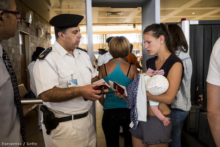 Szigorítottak a biztonsági átvilágításon az egyiptomi reptéren