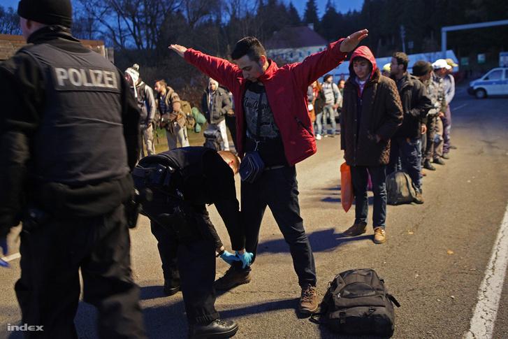 Menekültek az osztrák-német határon