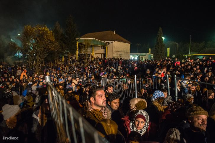 Menekültek az osztrák-szlovén határon