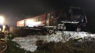 Harckocsit szállító teherautóval ütközött egy vonat Bajorországban