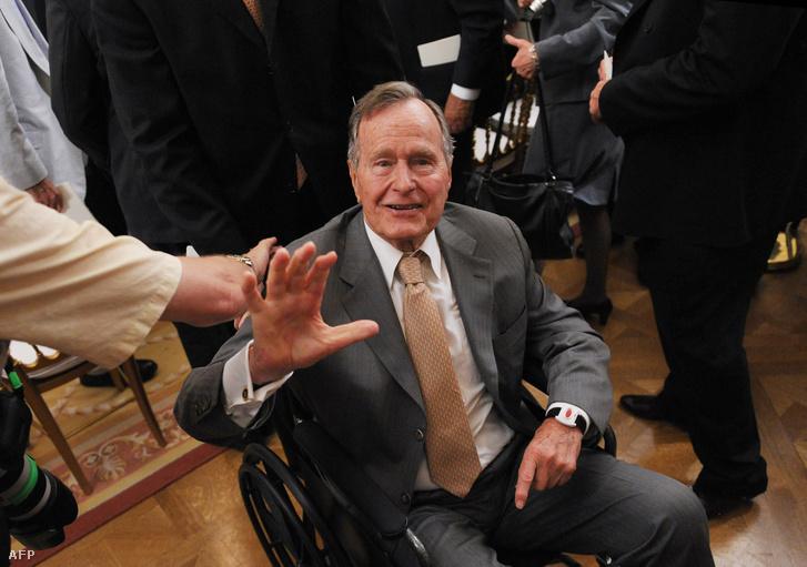 George H. W. Bush egyik fia kritikájával, a másiknak is árthat.