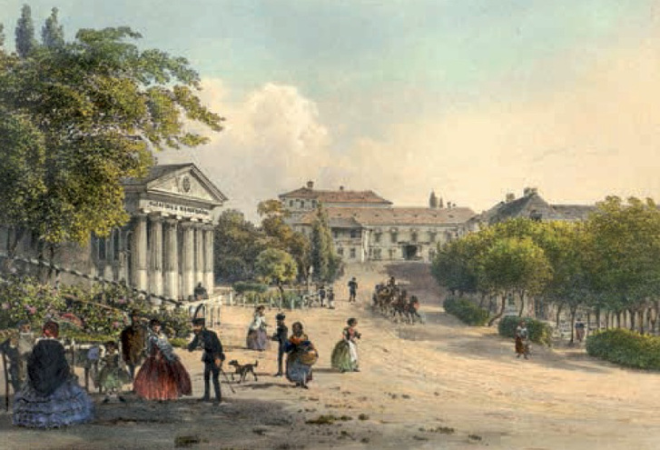 Balról a füredi színház, szemben az Eszterházy fogadó