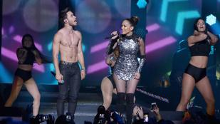 Jennifer Lopez egy félmeztelen ifjú titánnal duettezett