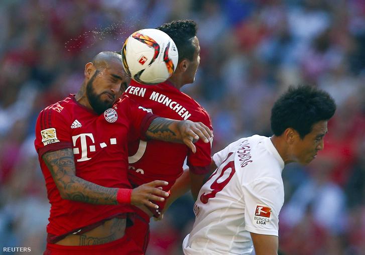 Arturo Vidal és Thiago az Augusburg ellen, 2015. szeptemberében.