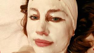Horváth Éva ijesztő arcpakolással szépül