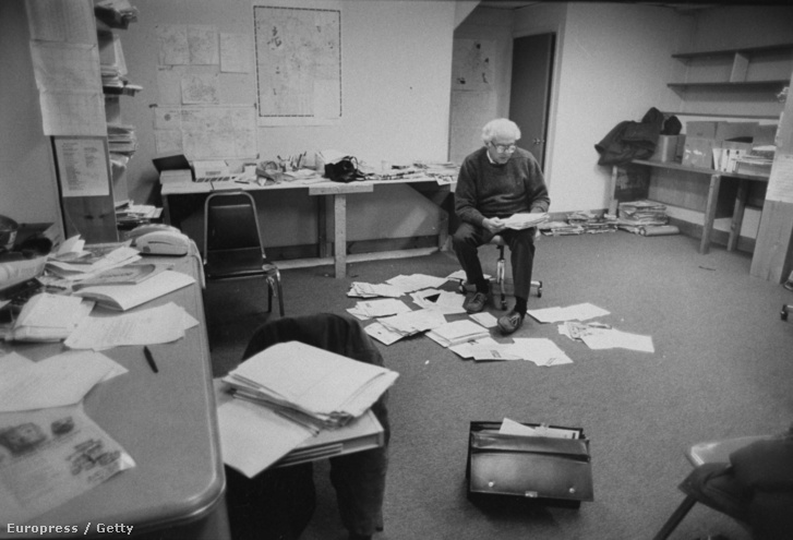 Bernie Sanders 1990. november 25-én, a képviselőházi választást megelőzően a burlingtoni kampányirodában