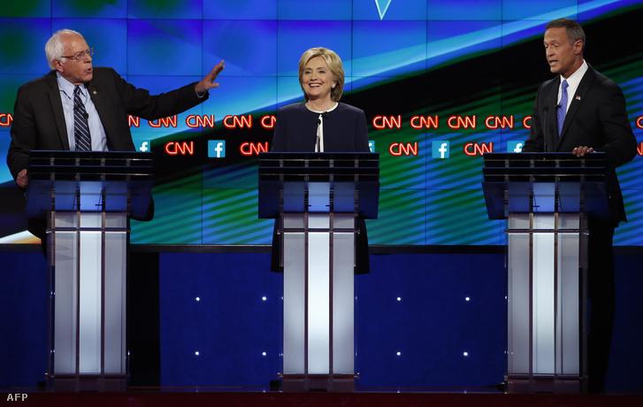 Bernie Sanders, Hillary Clinton és Marint O'Mallyey a demokrata elnökjelöltek vitáján Las Vegasban, 2015. október 13-án