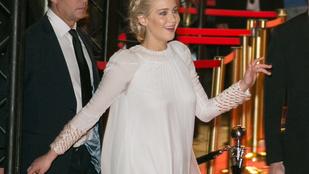 Jennifer Lawrence-et megszívatták ezzel a ruhával, de azért tűrte