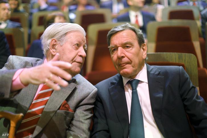 Helmut Schmidt és Gerhard Schröeder a két német ex-kancellár.