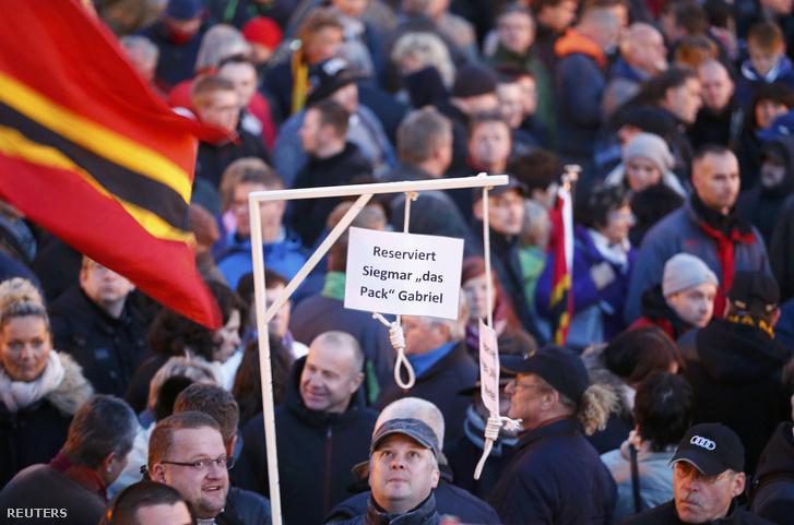 Akasztófa a Pegida demonstrációján