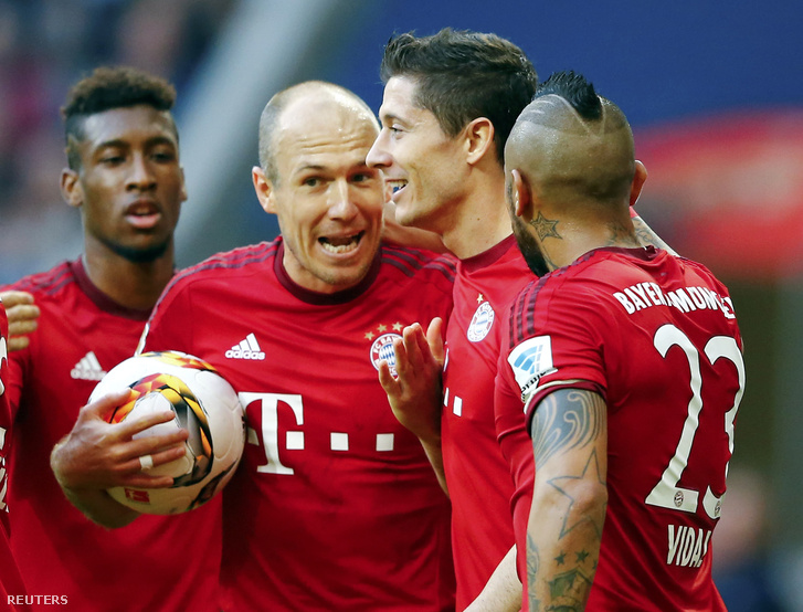 Kingsley Coman, Arjen Robben, Robert Lewandowski és Arturo Vidal a Bayern München Stuttgart elleni mérkőzésen 2015. november 7-én.